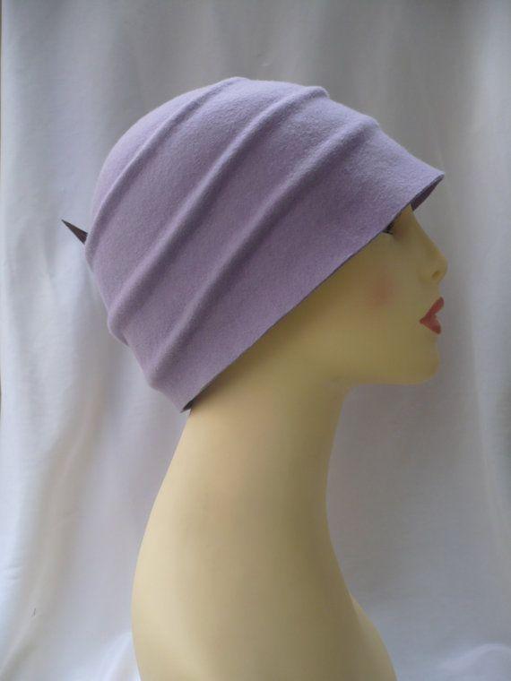 b0c863c8ac357 Diseño único y exclusivo para este sombrero cloché estilo años 20  confeccionado en fieltro de lana