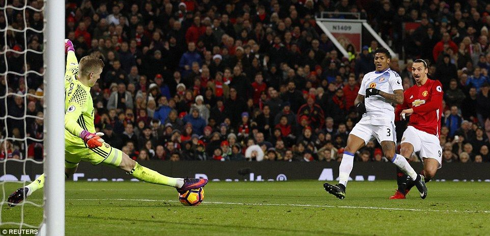 Zlatan Ibrahimovic Right Comes Close To Doubling United S Lead But Is Denied By A Brilliant Save From Jordan Pickford Zlatan Ibrahimovic Soccer Field Sports