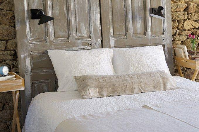 De vieilles portes pleines de poussière dans la cave? Une envie de relooking pour votre chambre. Joignez l'utile à l'agréable! Donnez-leur une seconde vie en les transformant en tête de lit.…