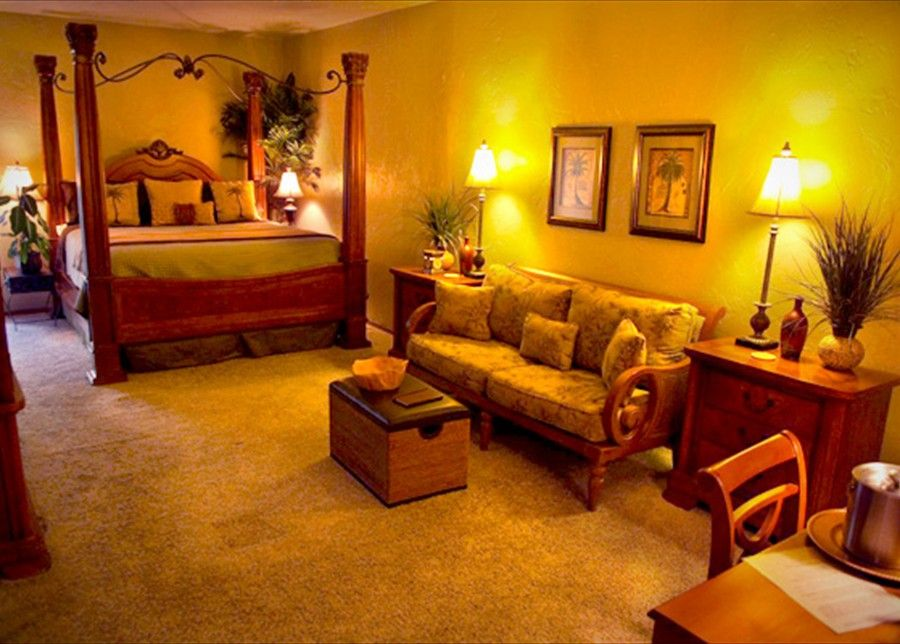 """Laville in Davis, OK...this is the """"palm"""" suite...looks cool."""
