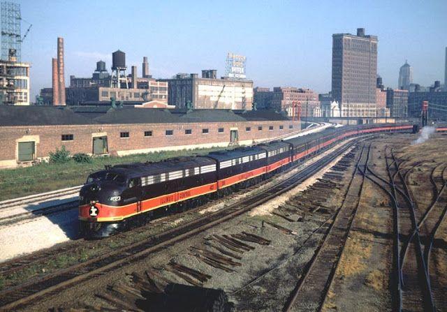 City Of New Orleans Passenger Train Leaving Chicago For The Crescent City Via Memphis Train Pictures Train Train Journey