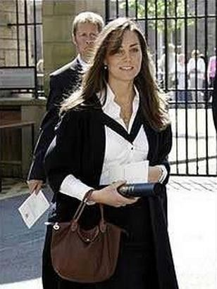 bfd462f183aa Kate Middleton Carrying a 1. Longchamp Le Pliage Large Tote Bag ...