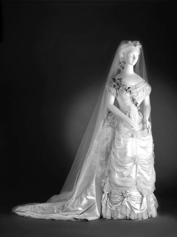 Worth wedding dress, 1874 From the Cincinnati Art Museum via the Rome Sentinel