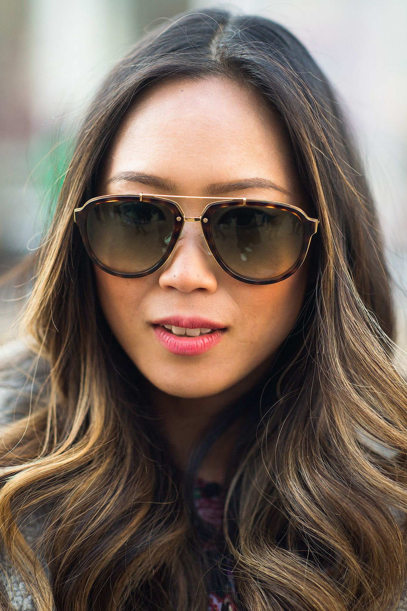 Aimee Song rocks beachy waves and a pink by @L E 21ème