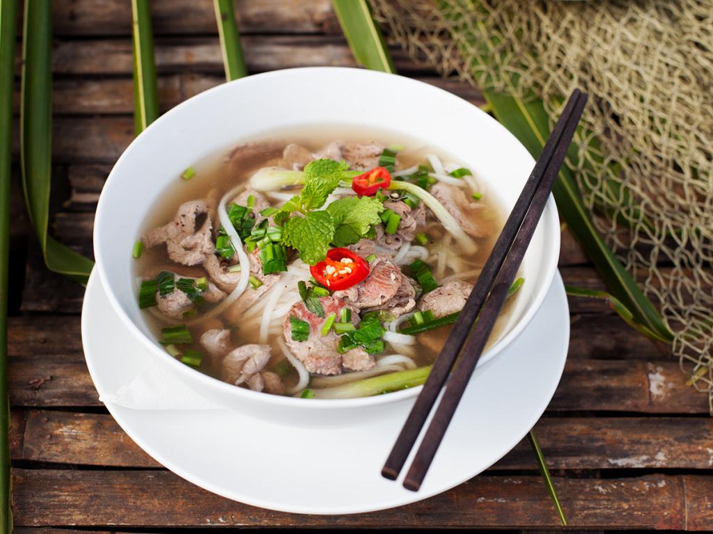 Vietnamesische Pho Bo Suppe   Pho suppe, Vietnamesische küche ...