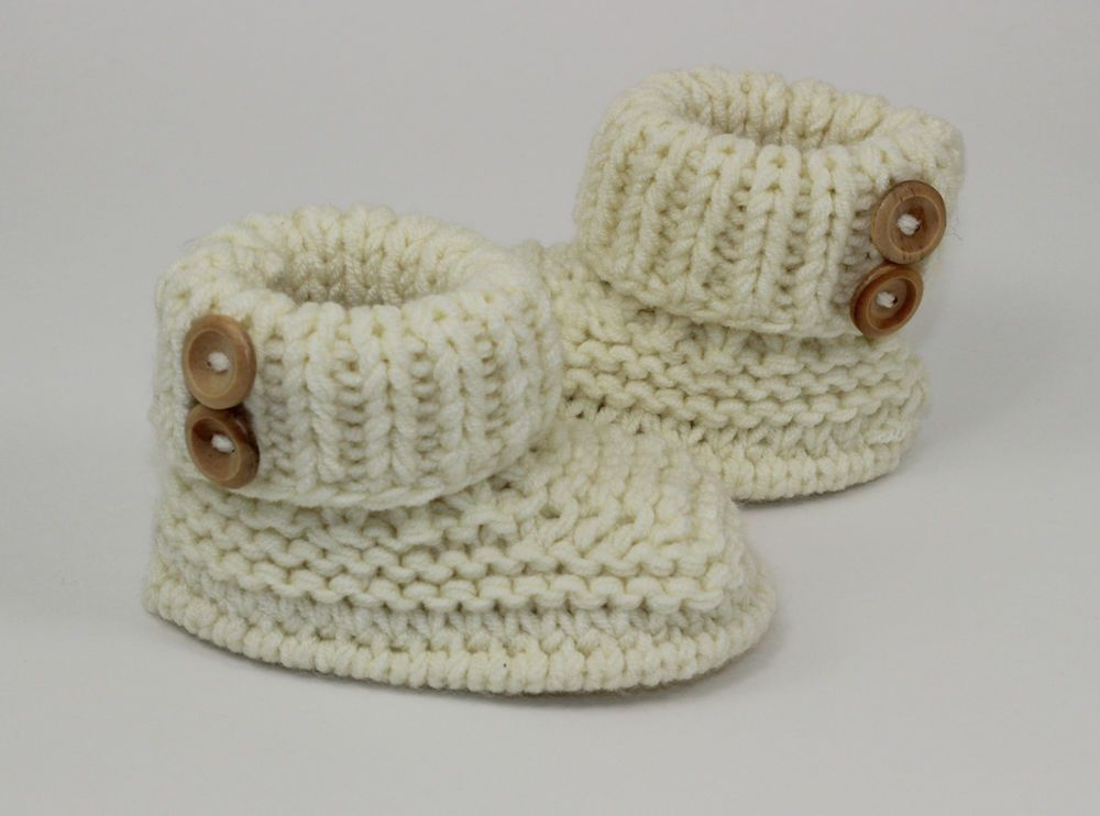 KNITTING INSTRUCTIONS-BABY CHUNKY 2 BUTTON BOOTIES SHOES BOOTS KNITTING  PATTERN