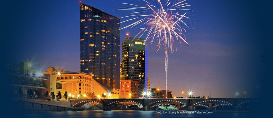 The Grand Rapid S Skyline Shines With Fireworks Every 4th Of July Grand Rapids Fireworks 4th Of July Fireworks