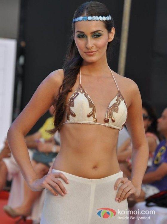 Model Walks For Sounia Gohil S Show At India Resort Fashion Week