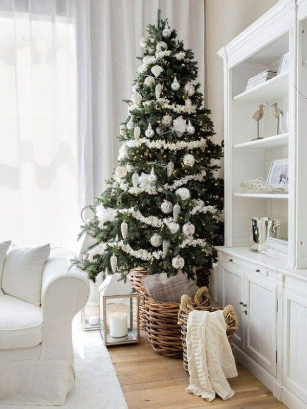 Weihnachtsdeko Im Landhausstil weihnachtsdeko landhausstil christbaum korb holzboden helle möbel