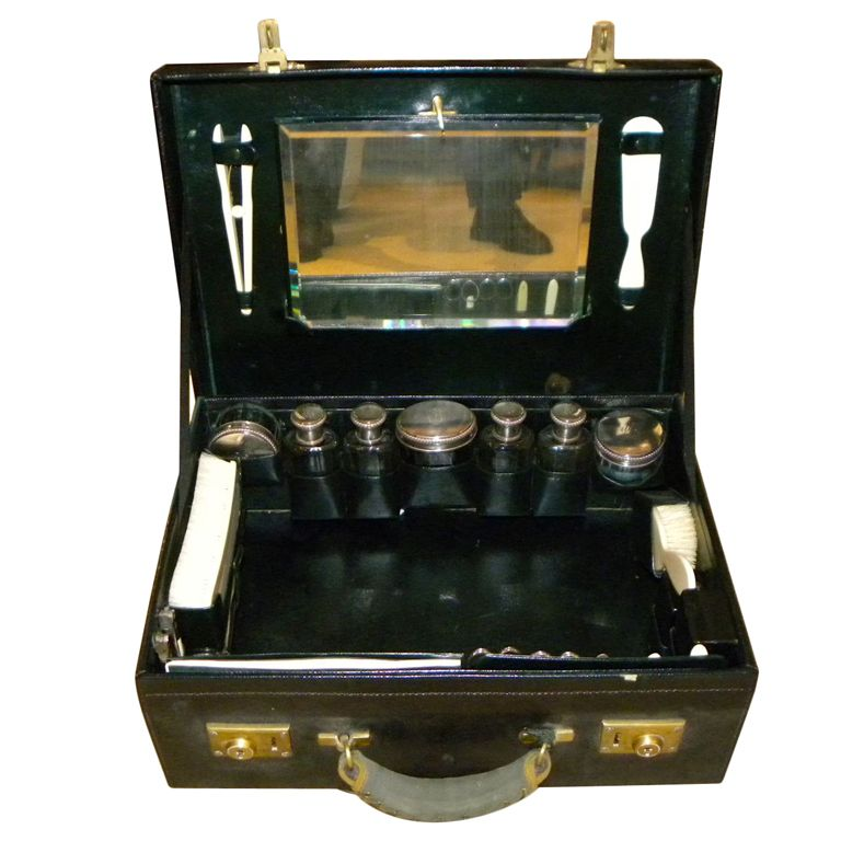 Outstanding Original Deco fitted leather Dressing Box English
