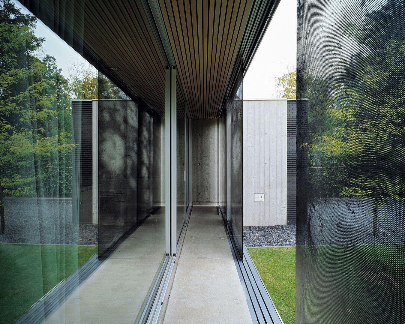 Villa Van Esch, goed voor vele publicaties, nominaties en bekroond met een prijs, is ontworpen door Bedaux de Brouwer Architecten