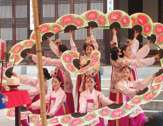 At This Korean Wedding Dancers Celebrate The Matrimony With Lotus