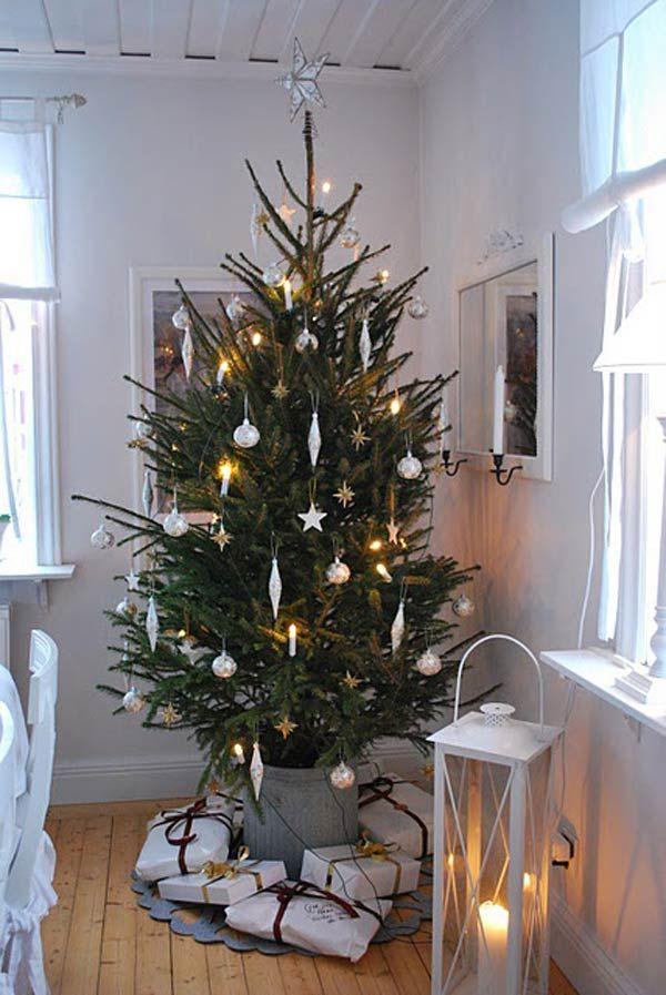 Julgran med enkla färger. (Simple Christmas Tree)