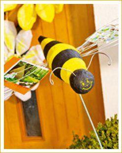 Noch bevor die ersten bienchen summen besucht diese flotte biene ihr blumenbeet schnell - Fruhlingsbasteln kindergarten ...
