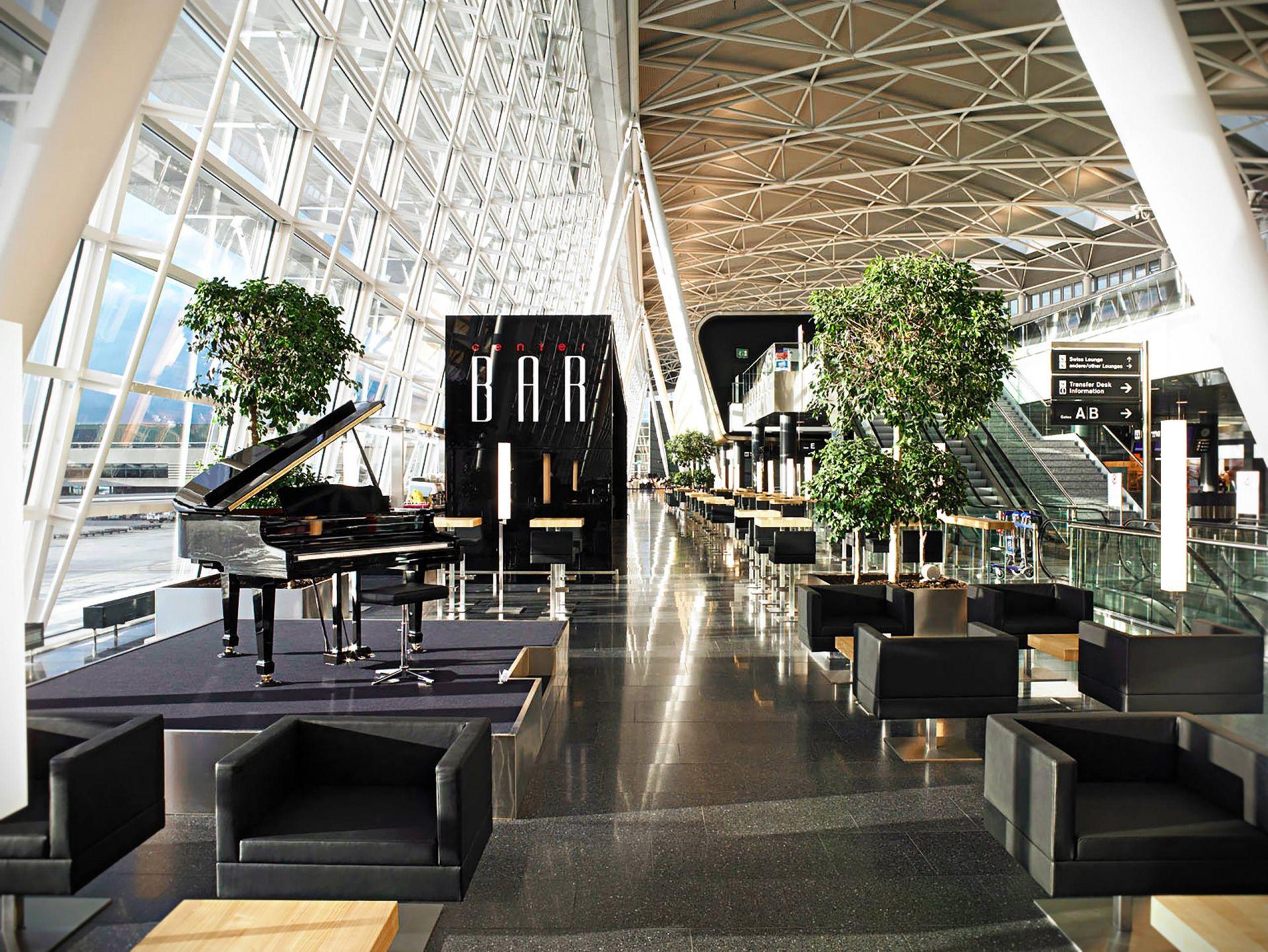 Sidelong Total View Center Bar Zurich Airport Zurich