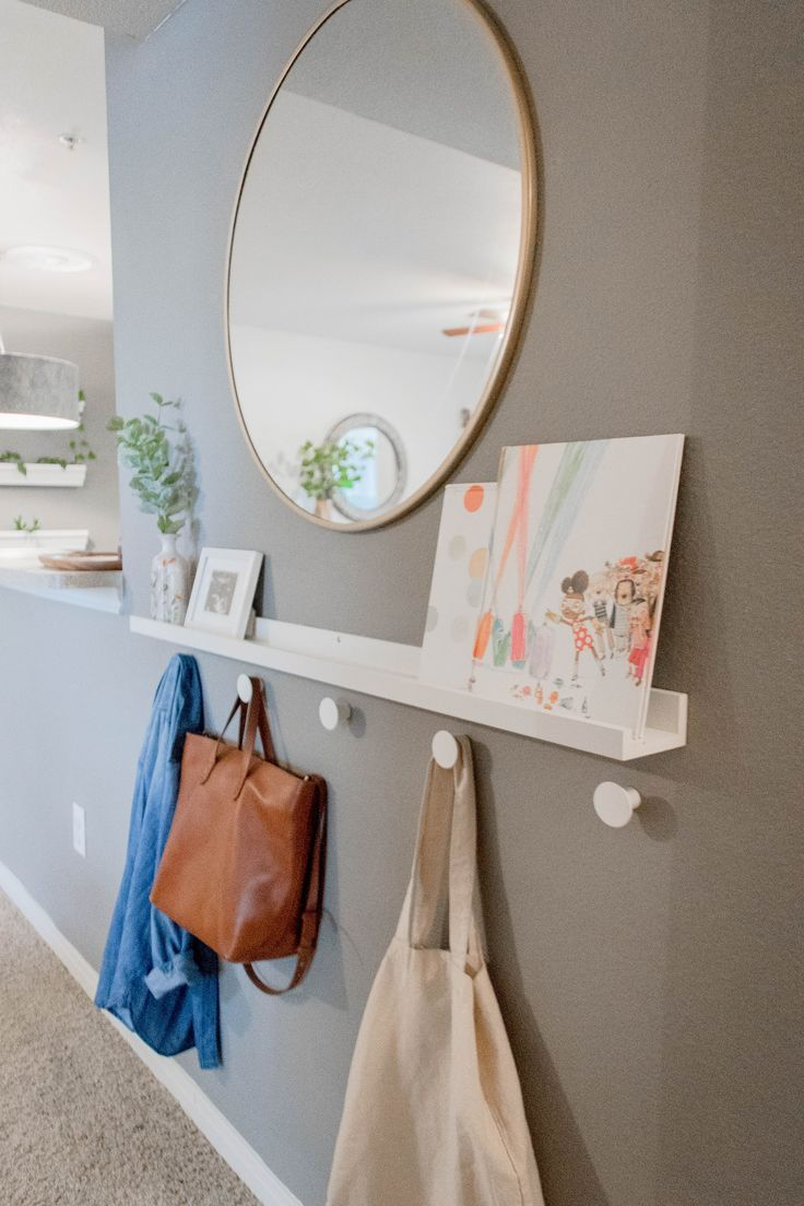 Simple entryway that keeps things from getting too cluttered