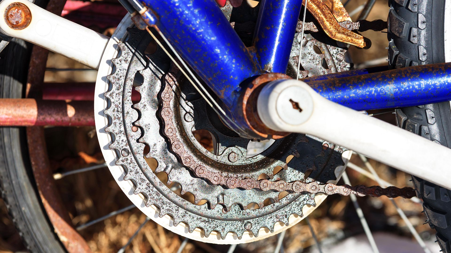 How To Erase Any Trace Of Bike Chain Grease From Your Clothes