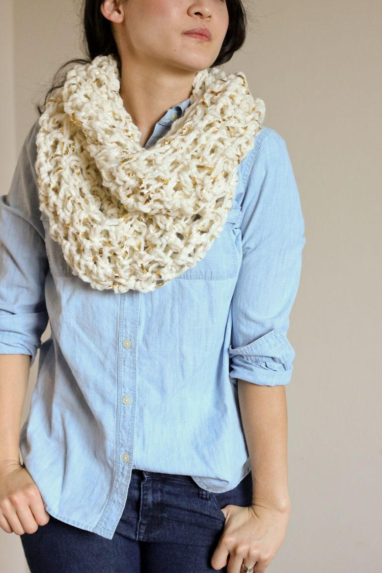 Infinity Scarf Knitting Pattern Super Bulky : Metallic Laced-Chunky Crochet Infinity Scarf - FREE ...