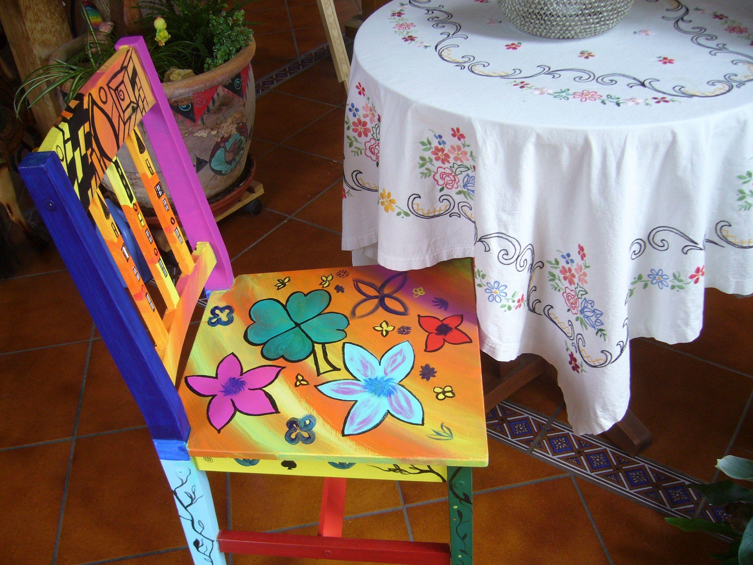 Alter Stuhl Bemalt Mit Acrylfarben Alte Stuhle Stuhle Acrylfarbe