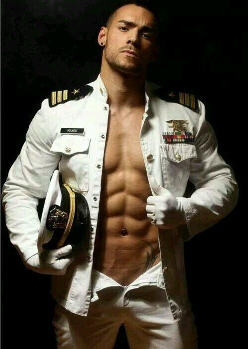 Сексуальные фото мужчин военные