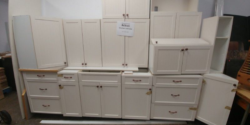 This White Kitchen Cabinet Was Donated To Our Restore Through The Habitat For Humanity Kitchen Salvage P White Kitchen Cabinets Kitchen Cabinets Upper Cabinets