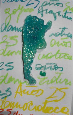 ARGENTINITAS, LILI ESSÉS  Resina Poliéster sobre caja  20.5 x 12 x 2 cm  $200 —