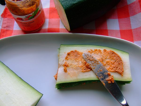 "Roh und Vegan-The ""raw"" lasagna below is essentially cutting zucchini in long very thin strips and layer them with a tomato pesto."