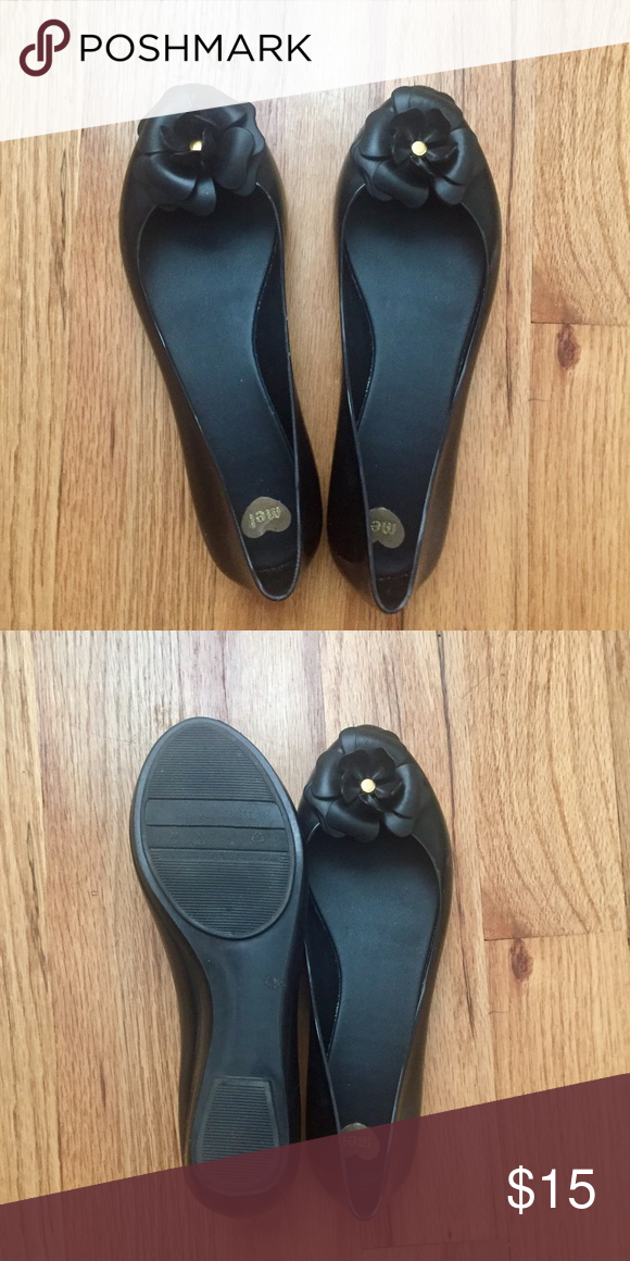 💥Melissa flats💥 Excellent condition Melissa flats size 8 that I recently bought from a previous owner but was a little snug for me. They are the softest most comfortable Melissa flats I've ever tried on though. Too bad it's not my size. Will come with a bonus gift 🎁 Melissa Shoes