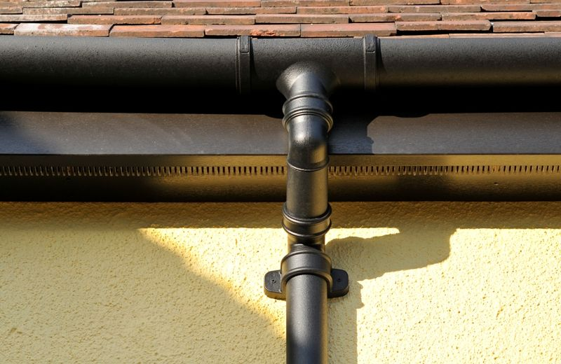 Anglian S Traditional Guttering And Downpipe It Has A Mesh On Top To Prevent Debris Blocking The Downpipe Gutter Building Systems Traditional