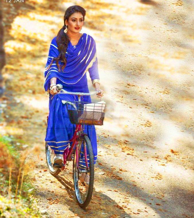 Hot Village Punjabi Girls In Punjabi Suit Images Pictures Hd Wallpapers Punjabi Girls Punjabi Suits Sweet Girls