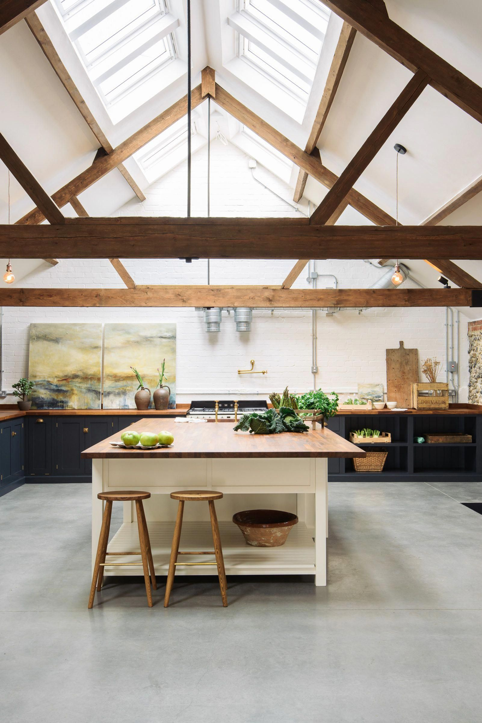 The Cattle Shed In Wighton Is An Old Carefully Renovated Cow Shed And Now Has A Lovely Real Shaker Rustic Modern Kitchen Devol Kitchens Modern Shaker Kitchen