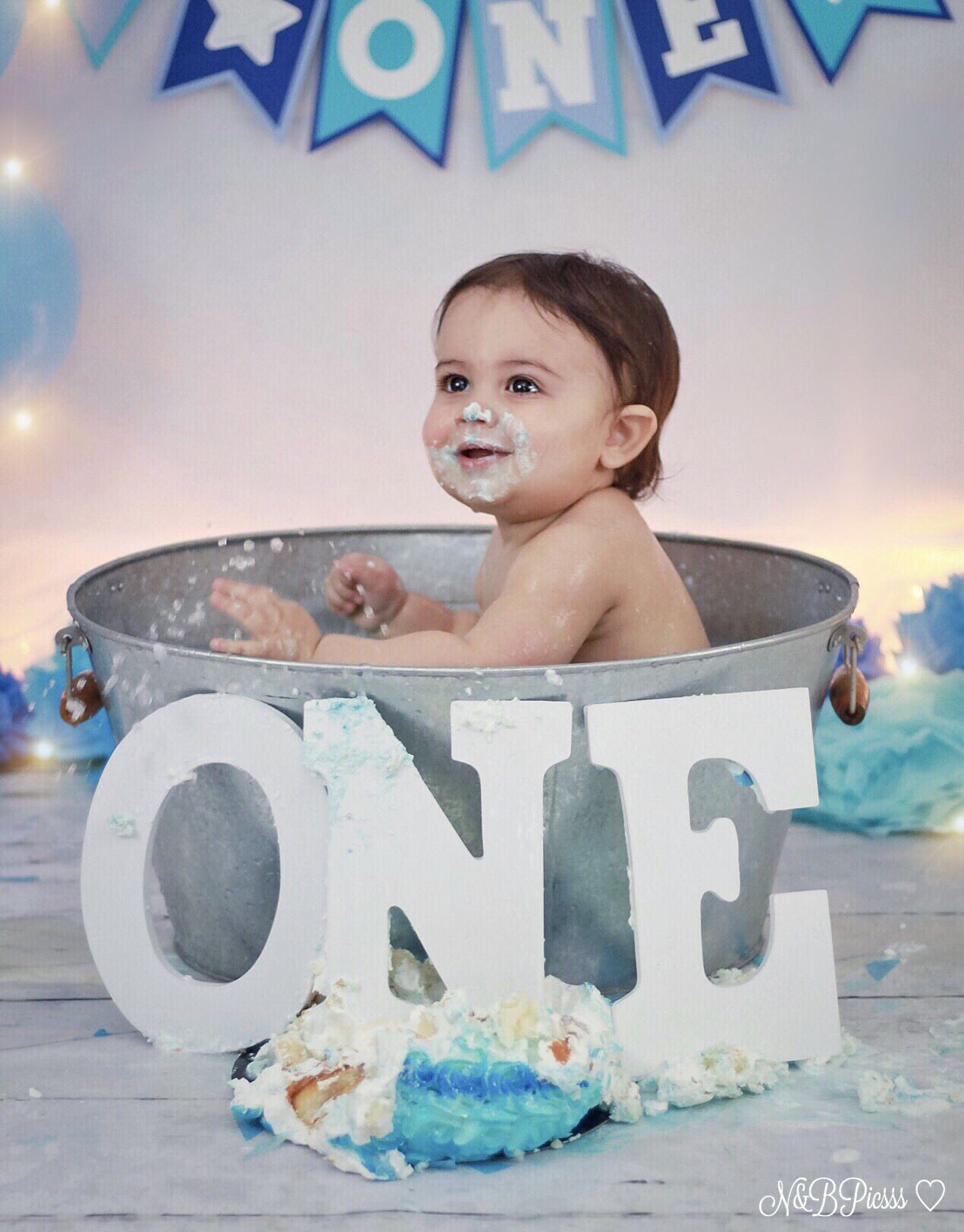 Baby boy blue and white cakesmash first birthday