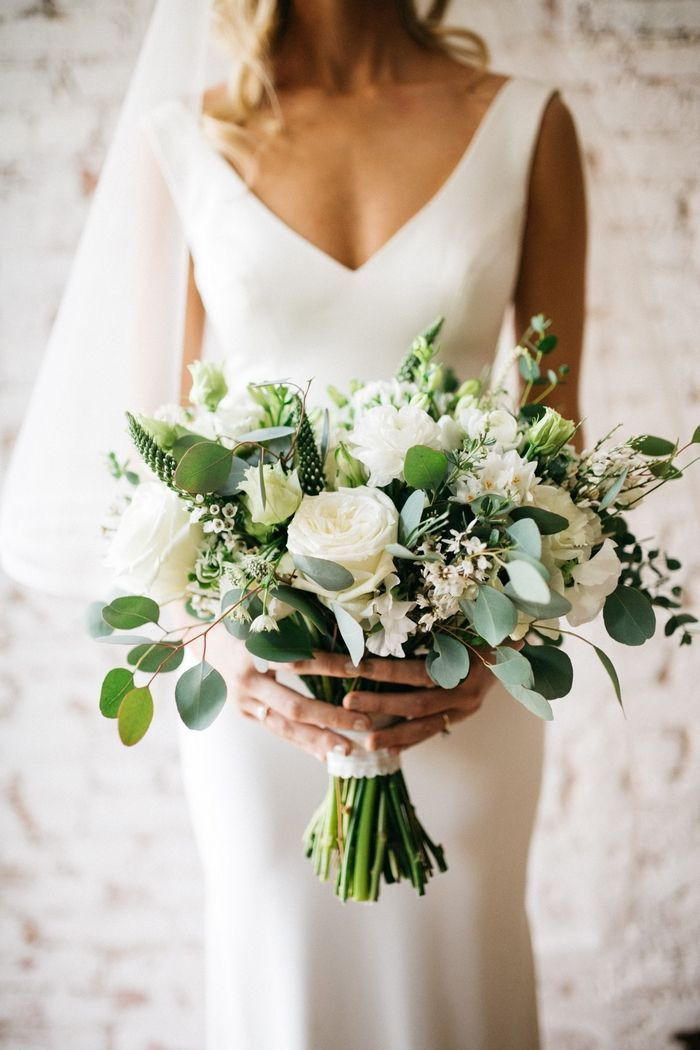 42 White Wedding Bouquets for Every Season #weddingbridesmaidbouquets