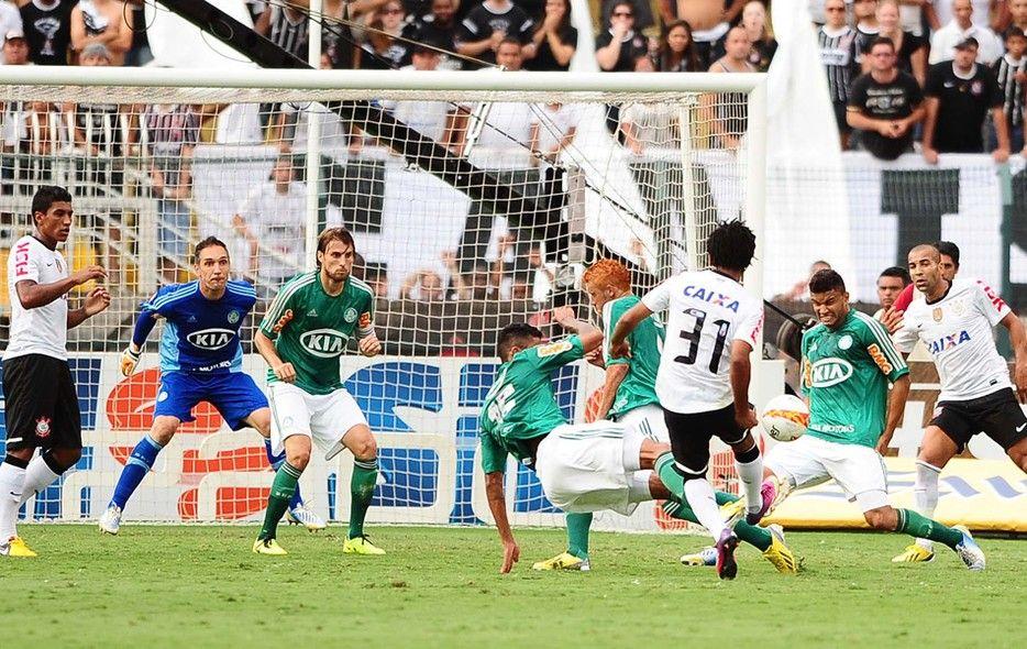 As Fotos Do Classico Entre Corinthians E Palmeiras No Pacaembu Globoesporte Com Campeonato Paulista Corinthians Jogadores Palmeiras