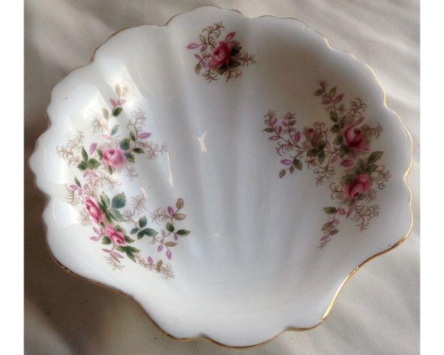 Royal Albert Servies Lavender Rose.Rp Royal Albert Lavender Rose Shell Nut Relish Bowl I Have This