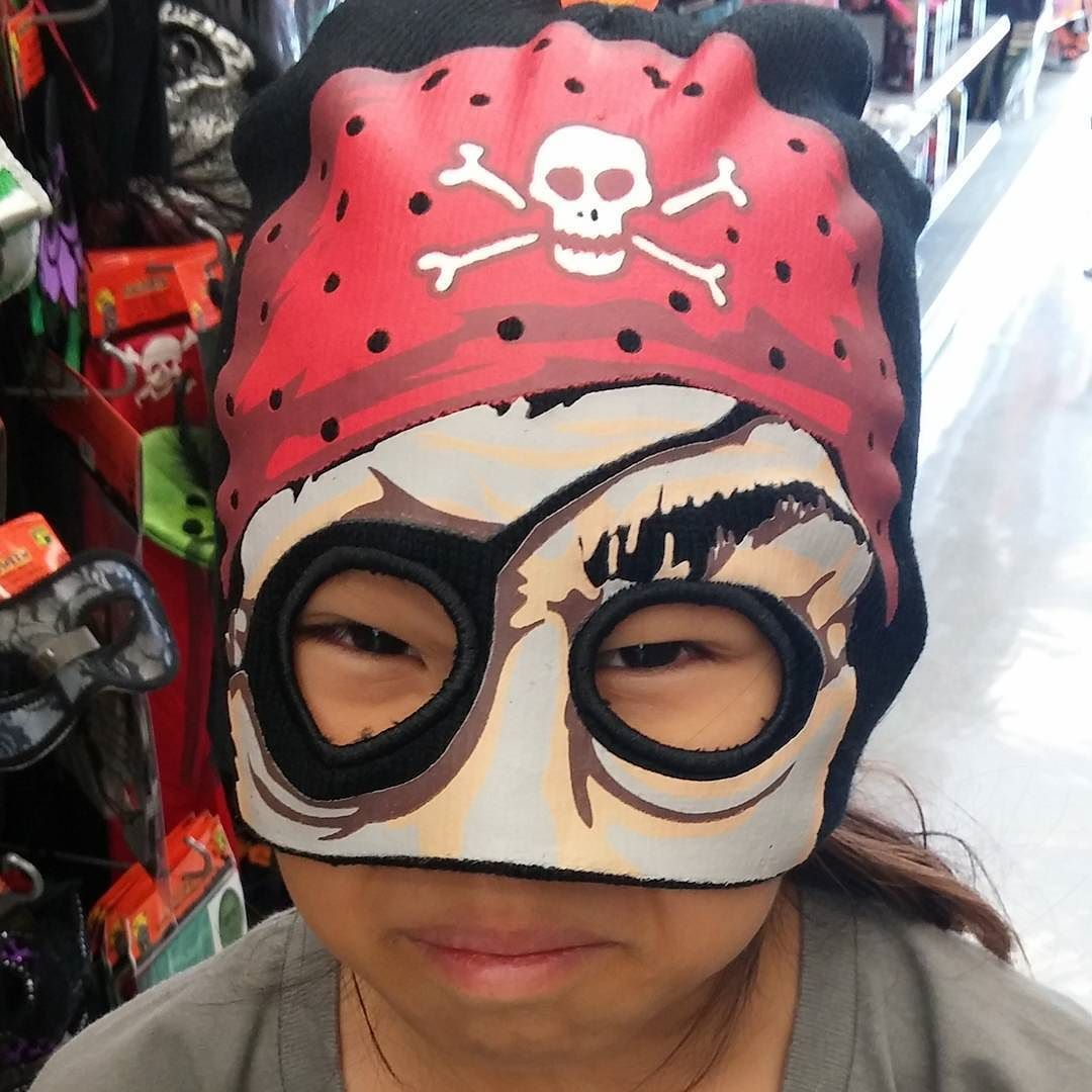 This is what happens when I take the 8yo out with me to run errands.#pirate #tooearlyforhalloween #silly