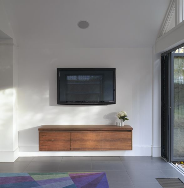 Roundhouse Bespoke Av Furniture ديكورات تلفزيونات