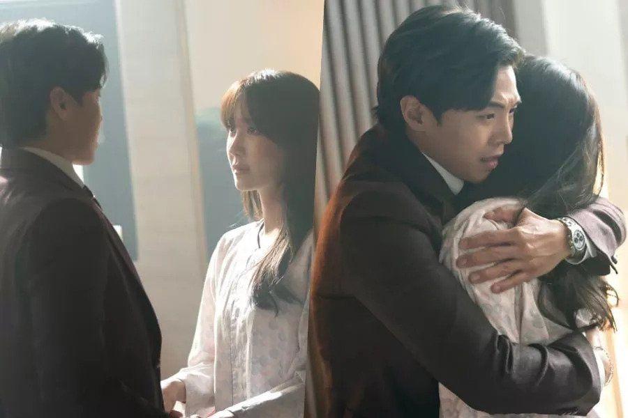"""Lee Ji Ah And Park Eun Suk Share An Emotional Embrace In """"The Penthouse 2"""""""
