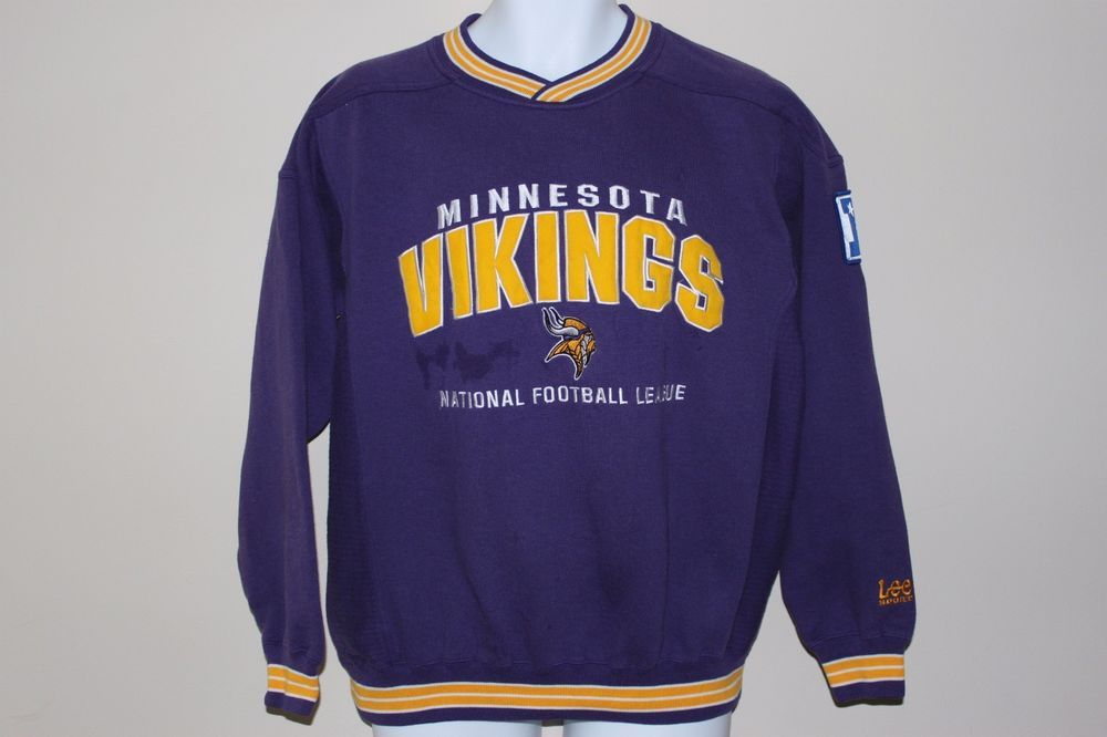19acb404c8b NFL Vintage Minnesota Vikings Lee Sport Men s Crew Neck Sweatshirt Size  Medium  LeeSport  MinnesotaVikings