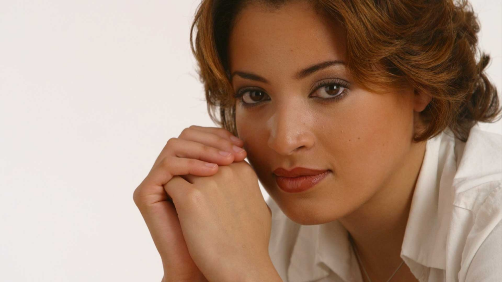 Professional French Canadian female voice over actor The