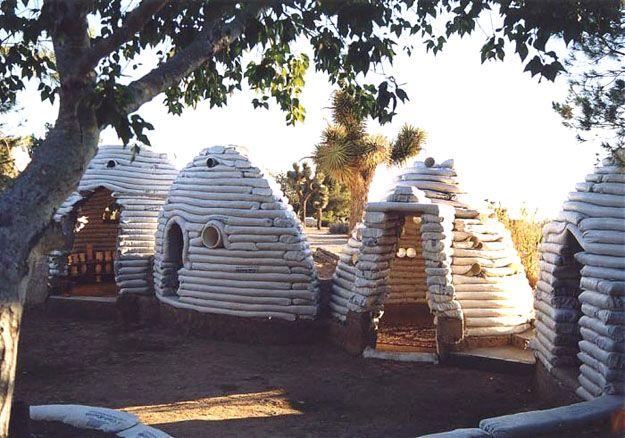 Maison en sacs de terre de 50 m2 pour 8700 euros earth bag house construire sa maison - Construire une maison en terre ...