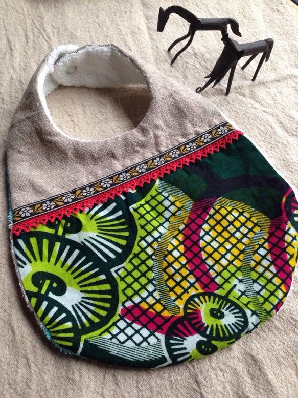 アフリカンバティック×綿麻のスタイです。裏地は厚手のタオル 綿100%。切り替え部分にはレースとチロリアンテープを使用しています。アフリカンバティ...|ハンドメイド、手作り、手仕事品の通販・販売・購入ならCreema。