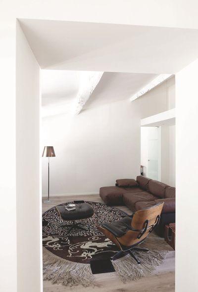 Appartement Nimes  une déco blanche avec poutres apparentes - deco maison avec poutre