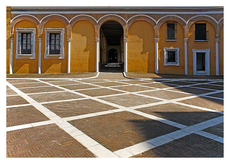 symmetrical or asymmetrical? - siviglia, Sevilla
