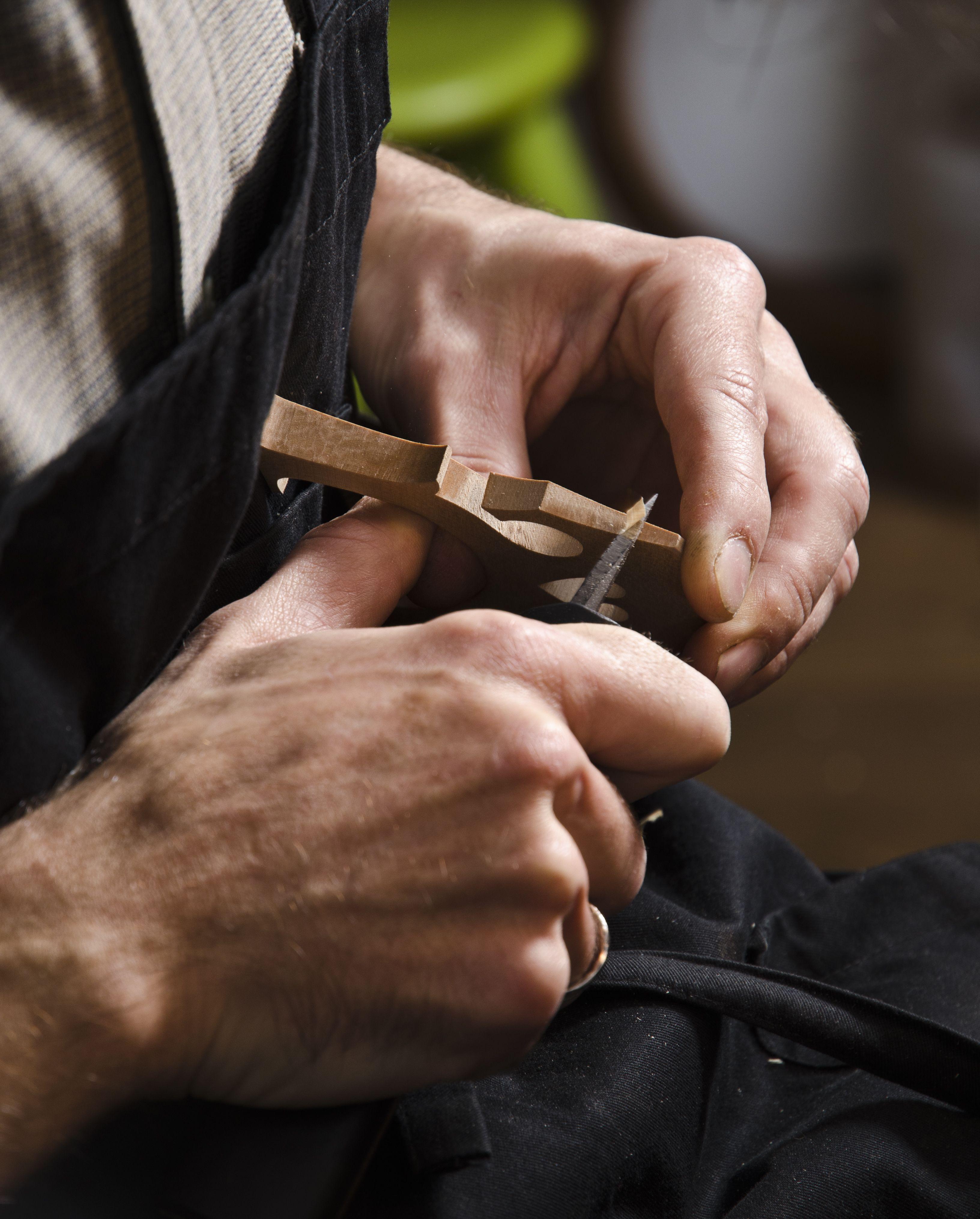 Ajustando un puente de cello