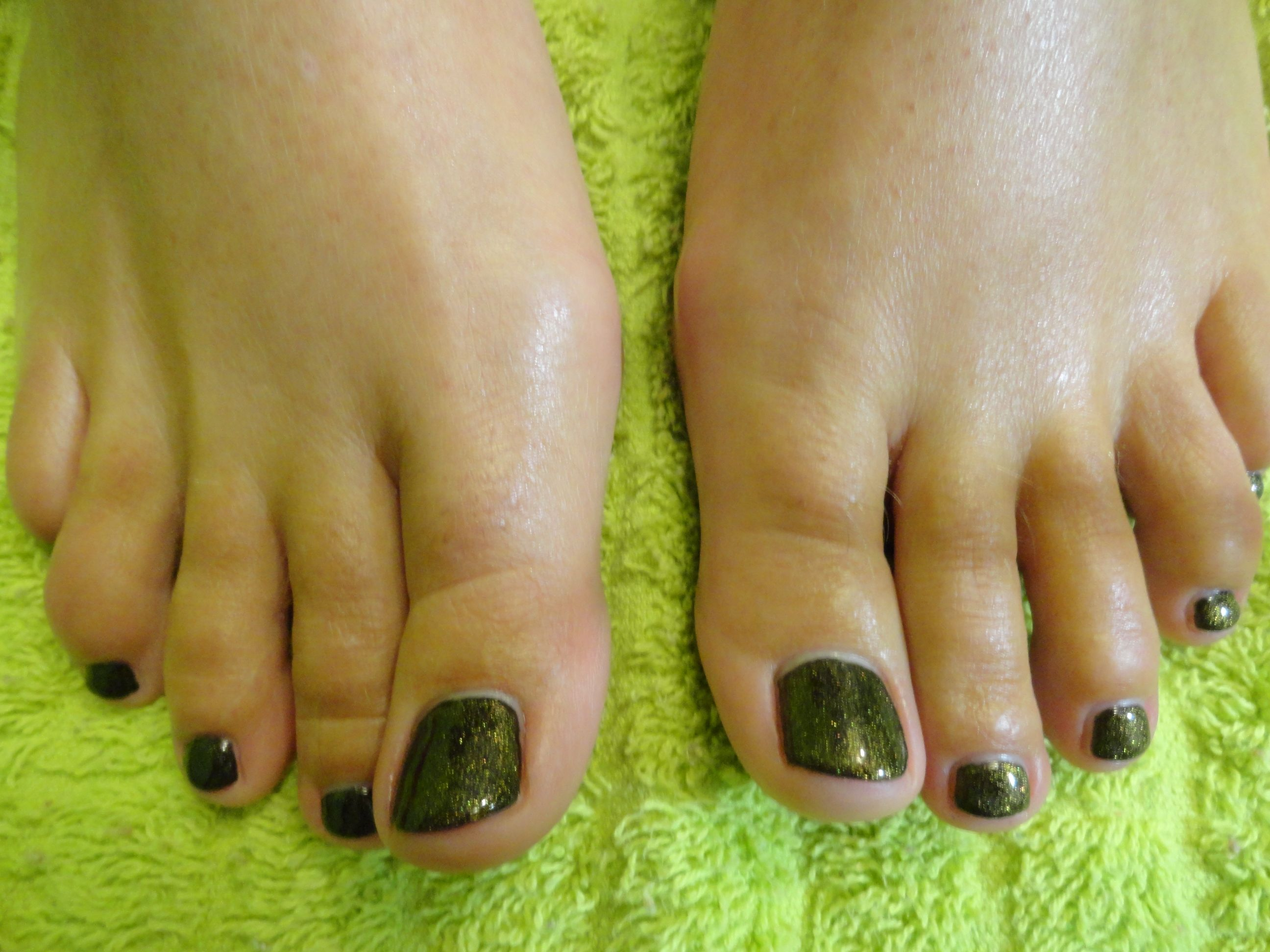 Black with Gold Glitter Shellac Toes