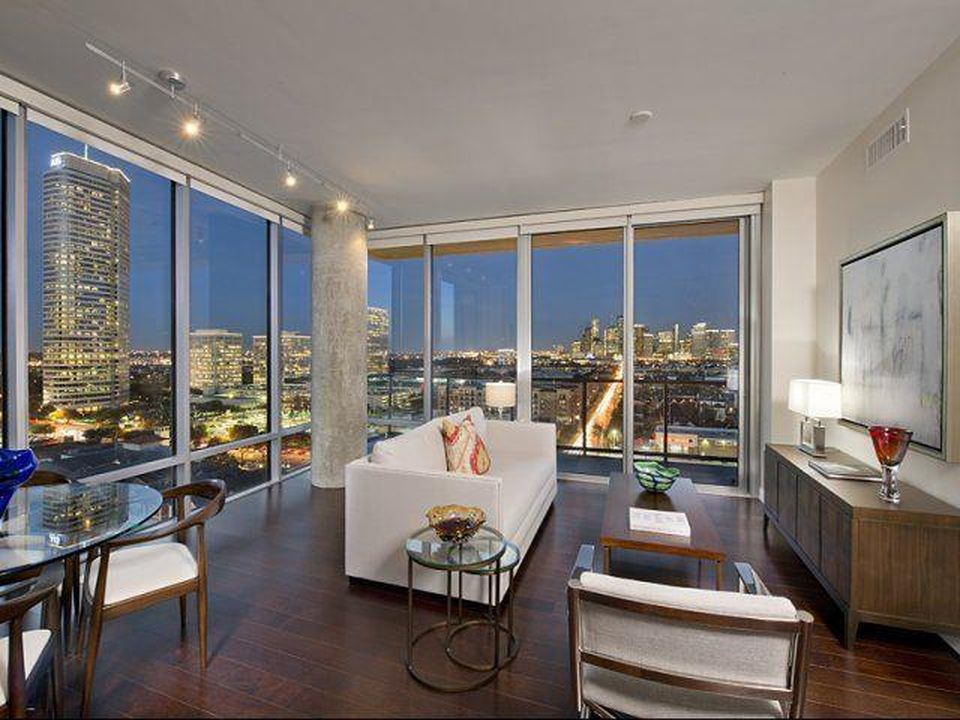 The Sovereign At Regent Square Apartment Rentals Houston Tx Zillow In 2020 Houston Apartment Luxury Apartments Luxury Townhomes