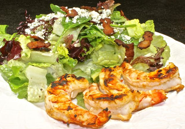 Shrimp with crispy bacon and gorgonzola Salad