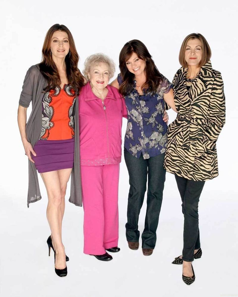 Hot In Cleveland Cast Valerie Bertinelli Betty White 8x10 Photo 002 Betty White Valerie Bertinelli Cleveland Show