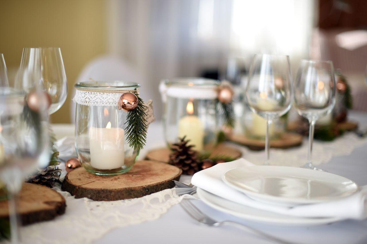 Diy Dekoration Holzscheiben Und Enweckglaser Holzscheiben Sind Ideal Fur Eine Rustikale Tischdekorati Rustikale Tischdeko Diy Dekoration Tischdeko Weihnachten